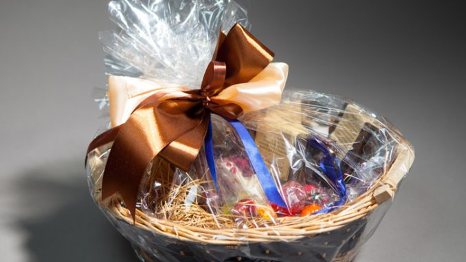 How to Pack a Gift Basket